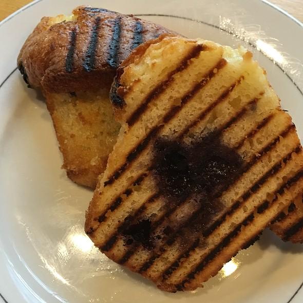 Blueberry Muffin @ O-Cha Bar Tea Yaletown