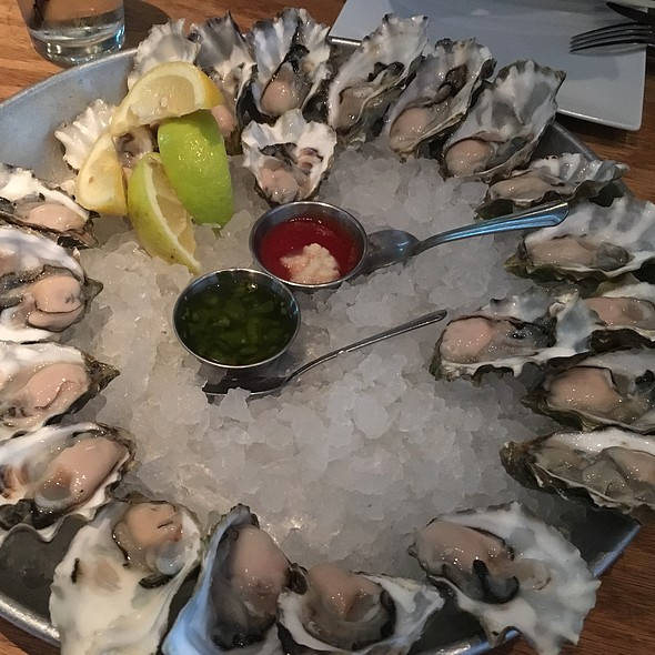 raw oysters @ Emc Seafood And Raw Bar