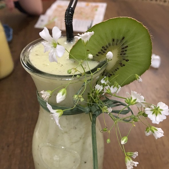 Kiwi, Ginger, Smoothie @ Morena Peruvian Kitchen