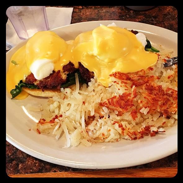 Crabcake Eggs Benedict @ Honeyfield