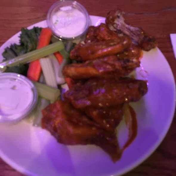 Habanero Honey Mustard Wings @ Pour House
