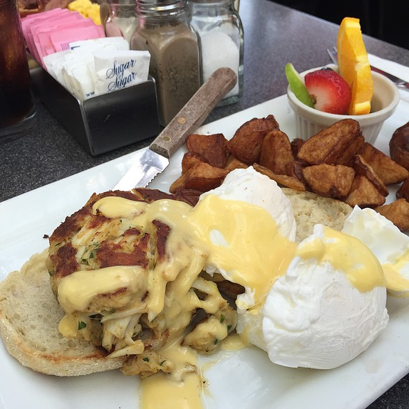 Crab Cake Benedict @ Kramerbooks & Afterwords: Bookstore and Cafe