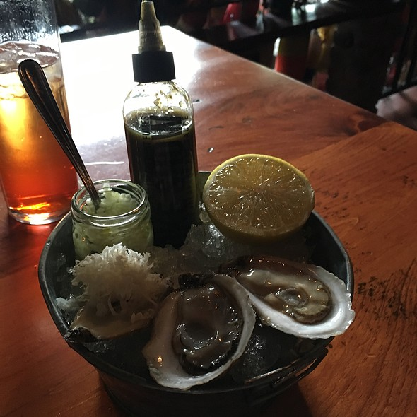 Oysters - Le Bremner, Montreal, QC