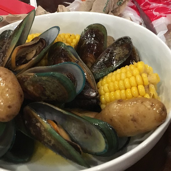 Garlic Butter Mussels @ 99 Degrees Seafood Kitchen