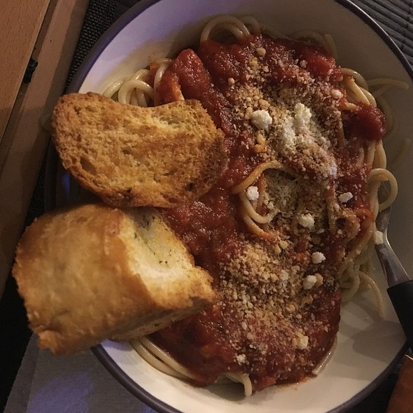 Spaghetti And Sausage With Garlic Bread @ My Apartment