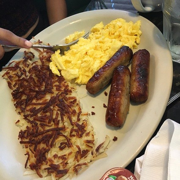 Scrambled Eggs, Sausage Links, And Hashbrowns @ Louise's Pantry