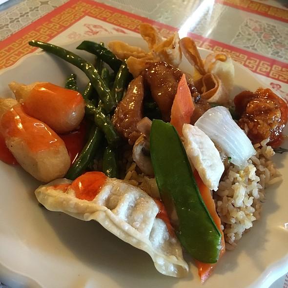 Buffet Plate @ Overseas China