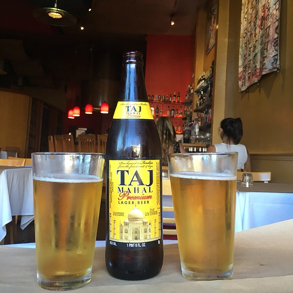 Taj Mahal Beer @ Khana Peena