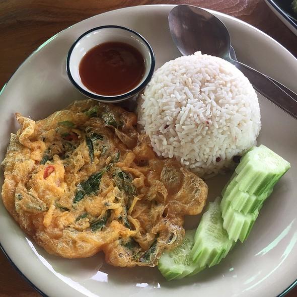 Sukho Omelet Over Steamed Rice