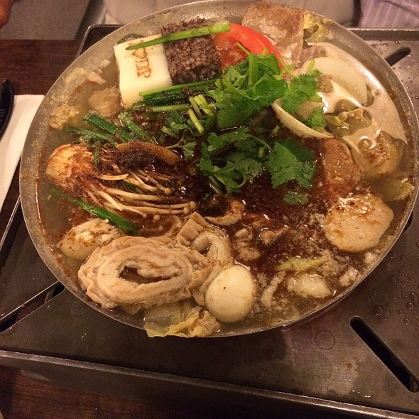 House Special hot pot @ Boiling Point