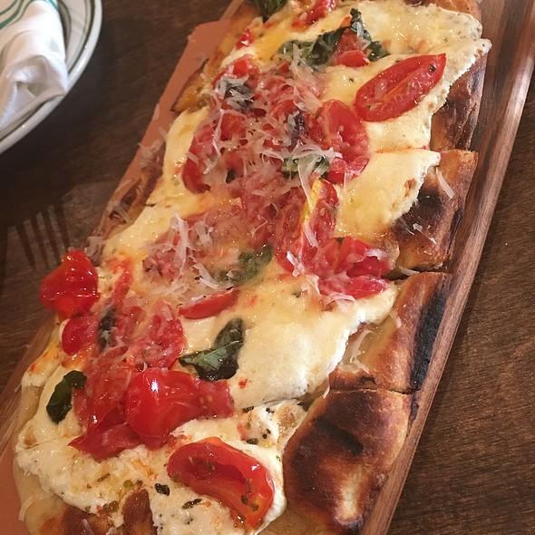 Margarita Pizza @ Café Zona Sur