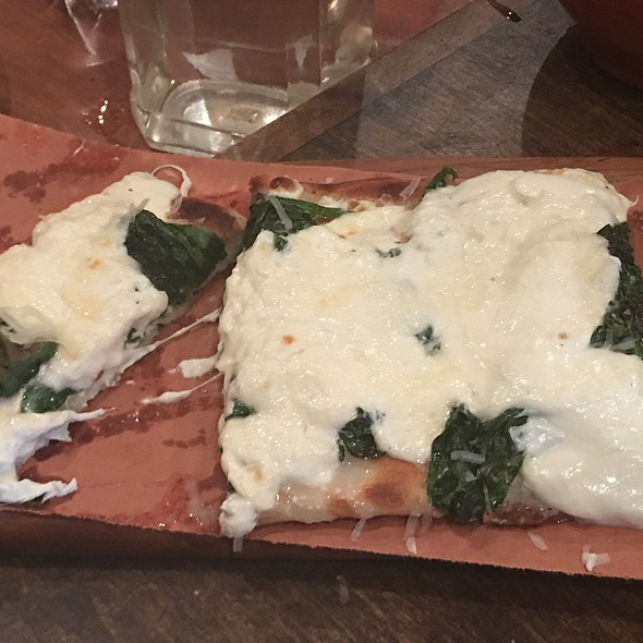 Spinach Pizza @ Café Zona Sur
