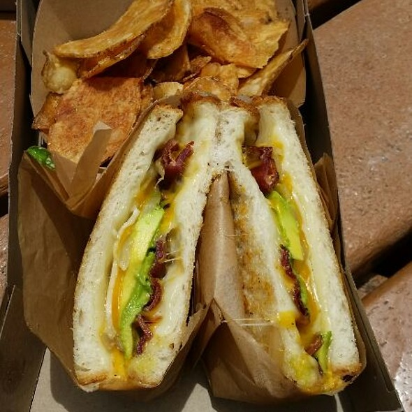 Ultimate Grilled Cheese @ On The Alley