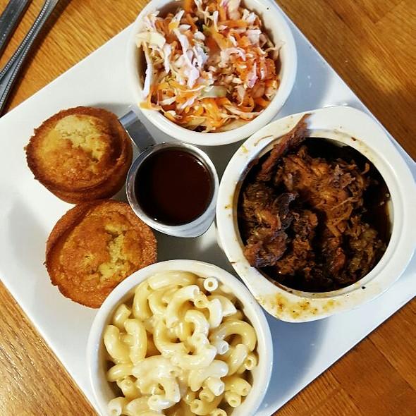 Pulled Pork BBQ Platter