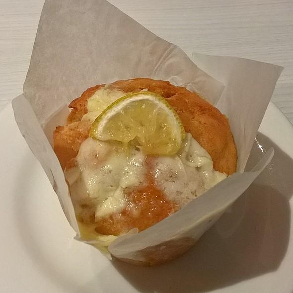 Lemon and Coconut Muffin @ Muffin Break