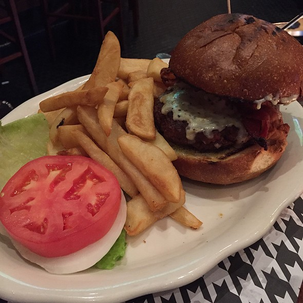 Cheeseburger - The Houndstooth Pub, New York, NY