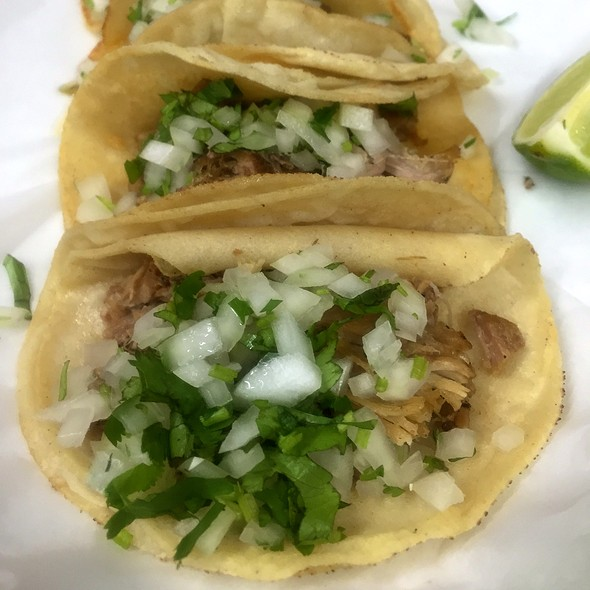 Carnitas Taco @ La Preferida