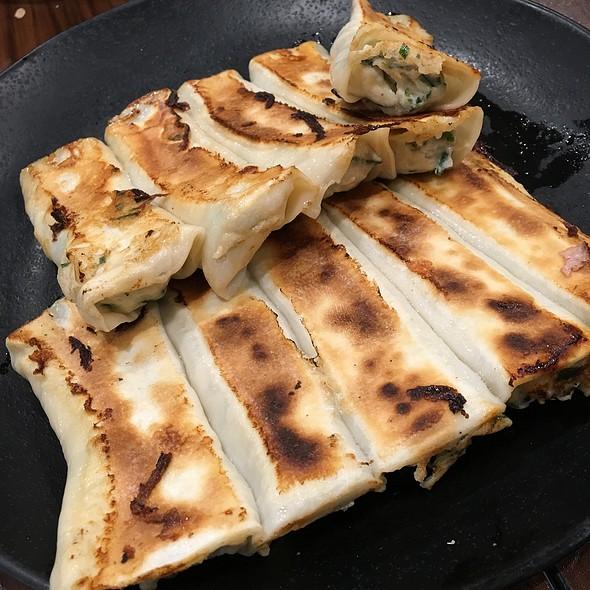 马鲛(鵼)锅贴 Mackerel Fish Fried Dumplings