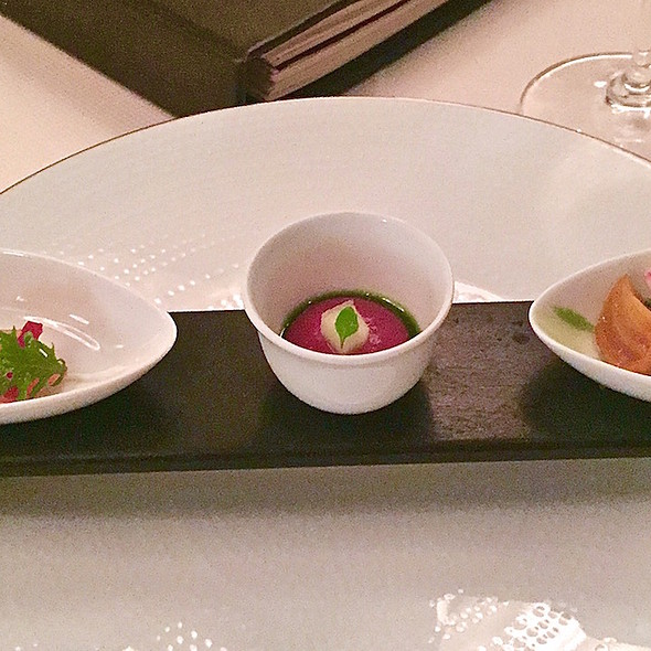 Amuse bouche – tasting of beets with shrimp, salmon and purée