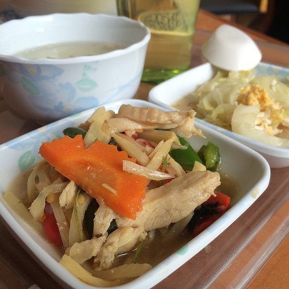 鶏肉と野菜のバジルソース炒め