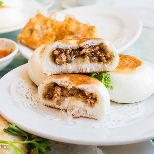 Pan-fried Pork Belly and Preserved Vegetables Bun