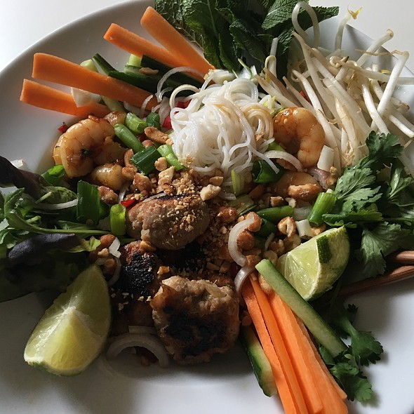 Pork And Prawn Bun Cha