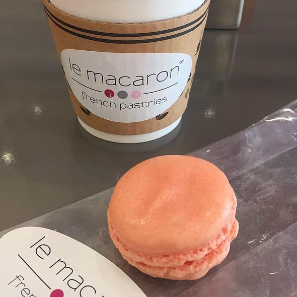 Rose Macaron @ Le Macaron