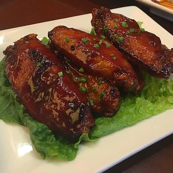 bbq wings - Restaurant Epic, Honolulu, HI