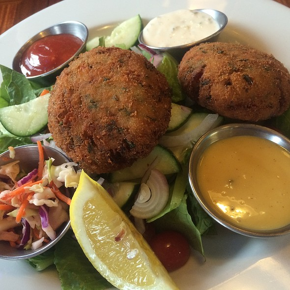 Crabcake Dinner @ Whale City