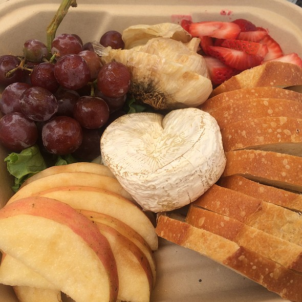 Brie Plate @ Ideal Bar & Grill