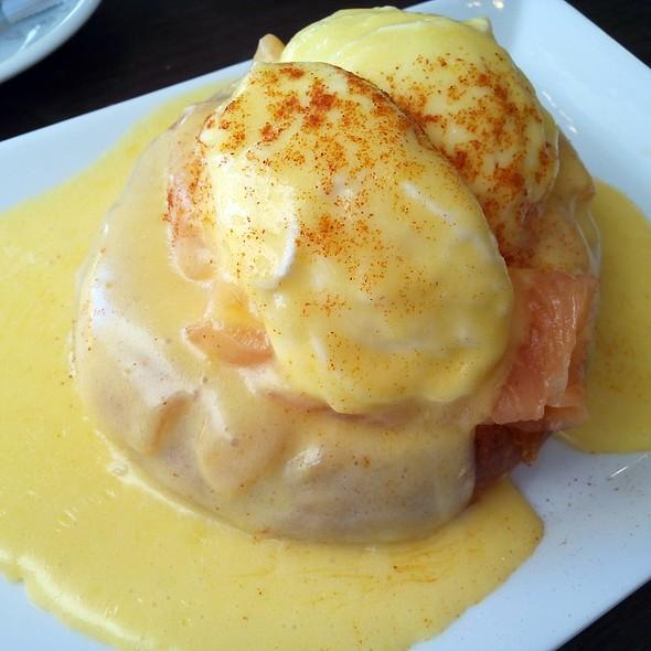 Eggs Benedictine @ Fonty Bistro - Juan Bravo 41