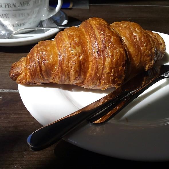 Croissant @ Fonty Bistro - Juan Bravo 41
