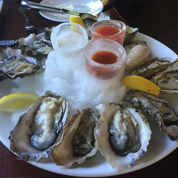 Assorted Oysters - Glen Ellen Inn Oyster Grill & Martini Bar, Glen Ellen, CA