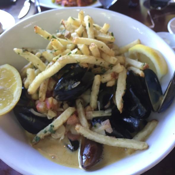 Mussels And Garlic Fries - Glen Ellen Inn Oyster Grill & Martini Bar, Glen Ellen, CA