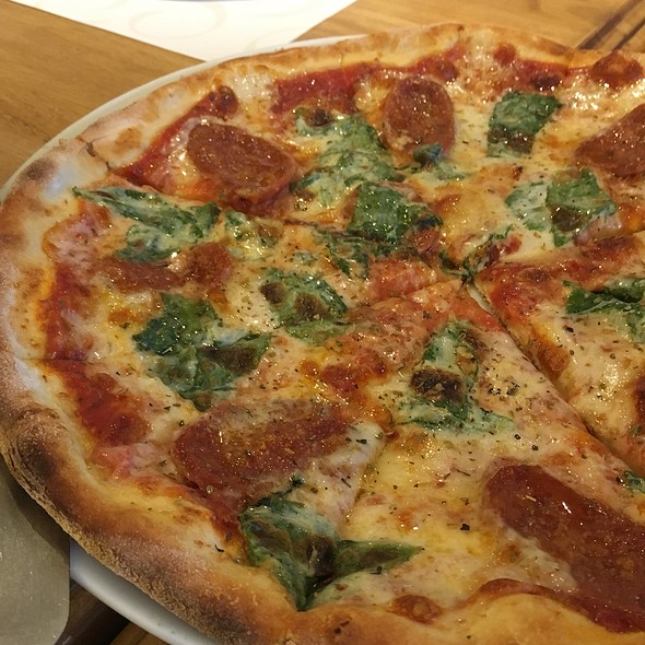 Chorizo Spinaci Pizza @ Amici
