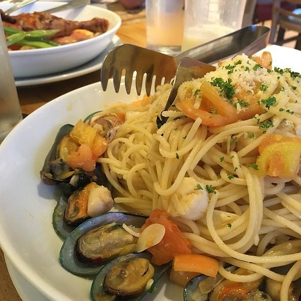 Spaghetti Ai Tesori Del Mare @ Amici