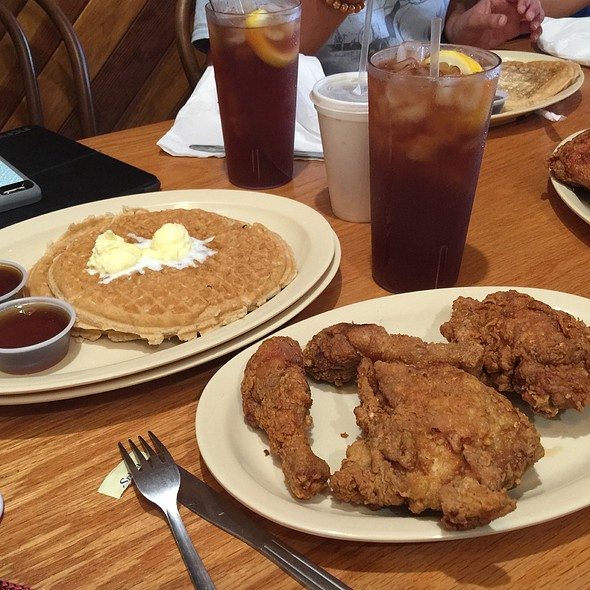 1/2 Chix & 2 Waffles @ Roscoe' House Of Chicken 'n Waffles