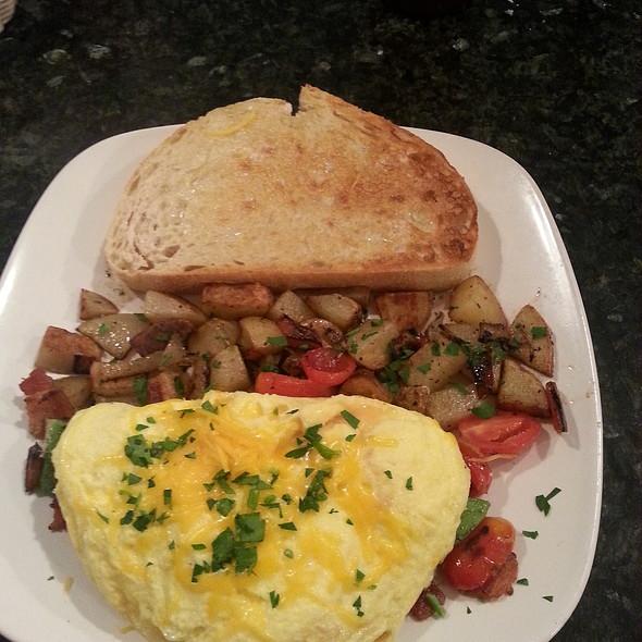 Hayden Omelette @ The Garnet Cafe