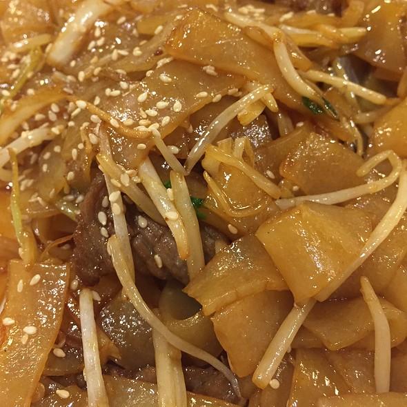 Stir Fried Beef Hor Fun @ 鼎珍坊