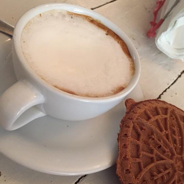 Macchiato @ Latte Que Latte
