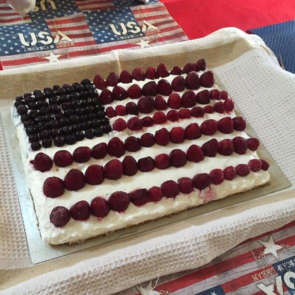 American Flag Cake @ Foodsherpas