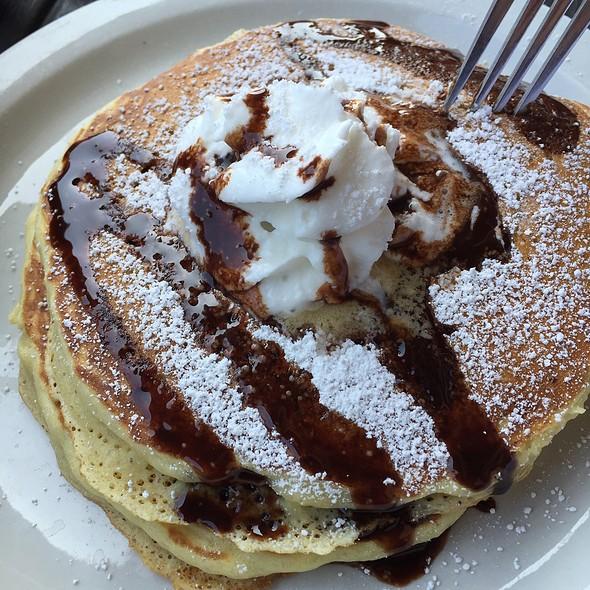Peanut Butter & Chocolate Chip Pancakes @ The Pan