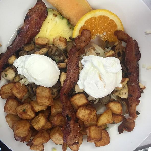 Eggs Benedict @ Speggtacular