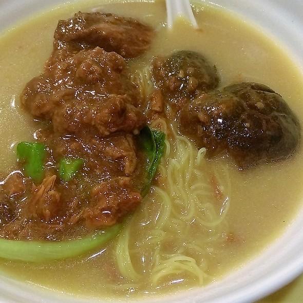 醬炆豬軟骨冬菇麵 Braise Soft Pork Bone with Mushroom in Noodle Soup @ 味皇魚蛋粉
