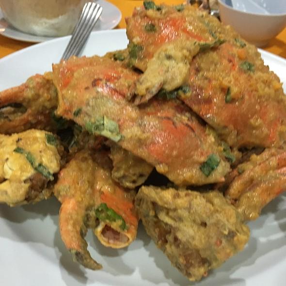 Salted Egg Crabs @ La-La Chong Seafood Restaurant, Kg. Sg. Ara