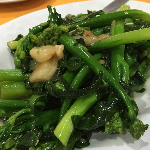 Stir-Fried Baby Kailan with Garlic @ La-La Chong Seafood Restaurant, Kg. Sg. Ara