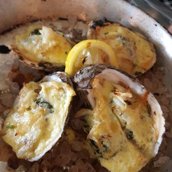 Baked Oysters With Crabmeat &hollandaise Sauce