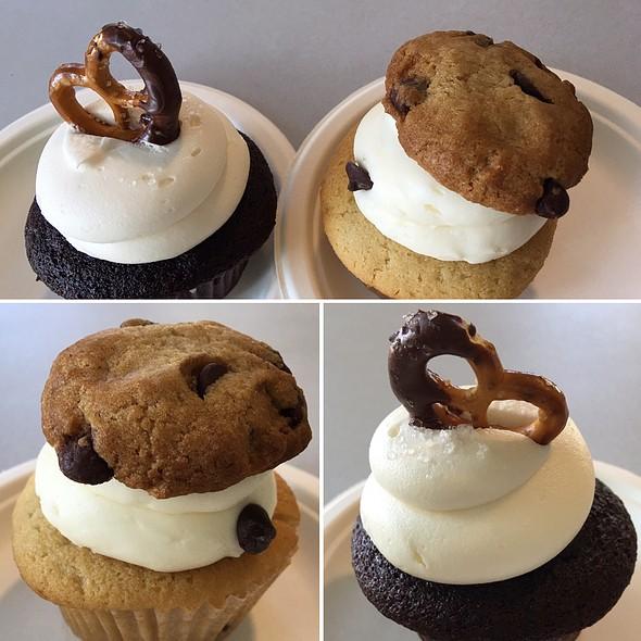 Cupcakes @ Capital City Bakery