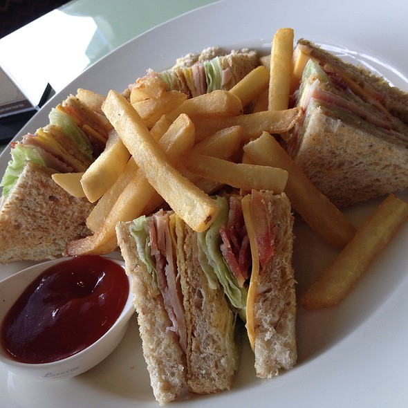 Clubhouse Sandwich @ Taal Vista Hotel