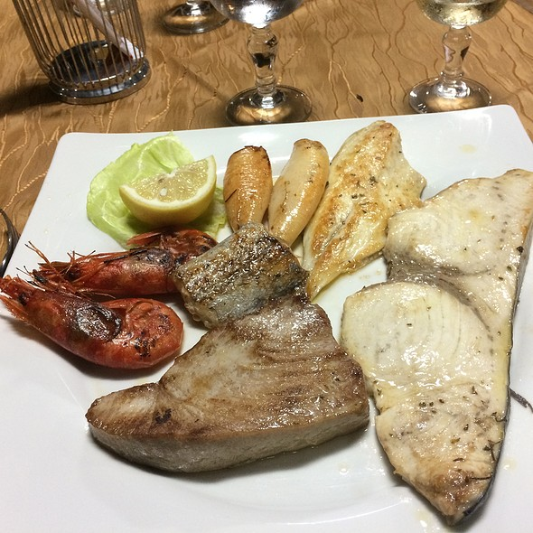 Mixed Grilled Fish/Seafood @ Anema E Core